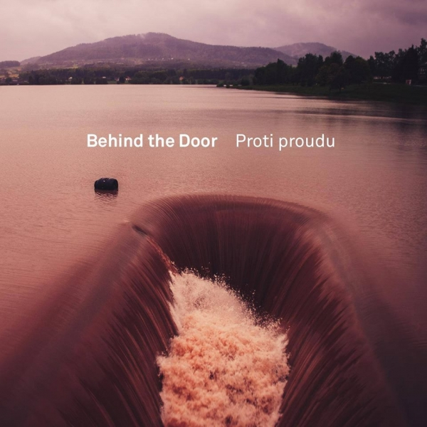 Behind the Door jdou proti proudu